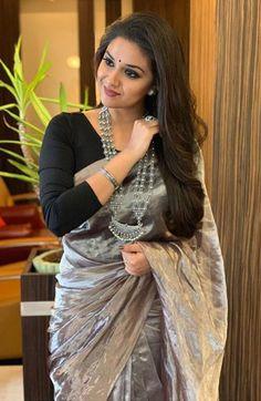 Keerthy Suresh Beautiful HD Photoshoot Stills & Mobile Wallpapers HD Indian Beauty Saree, Indian Sarees, Silk Sarees, Phulkari Saree, Bengali Saree, Sonam Kapoor, Deepika Padukone, Indian Dresses, Indian Outfits