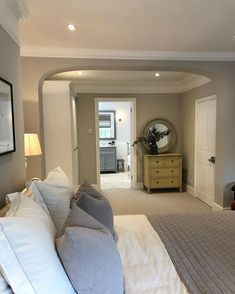 Now I'm trying to figure out if I can find an old Cotswolds Stone house in Surrey. I don't think I will.the most beautiful houses and… Dream Bedroom, Home Bedroom, Bedroom Wall, Bedroom Decor, Attic Bedrooms, Master Bedrooms, Boutique Hotel Bedroom, Open Plan Kitchen Living Room, Cottage Interiors