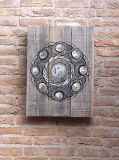 Zeeuwse knop op oud hout. Made by me. Wood Crafts, Diy And Crafts, Wood Art, Stampin Up, Clock, Lights, Drawings, Caravan, Painting