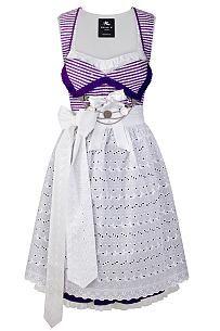 Karo-Couture: Dirndl aus Sari in lila-weißem Vichy-Karo, kombiniert mit weißer Baumwollspitzenschürze und traditionellem Münzcharivari von Anina W, 460 Euro (ohne Bluse)