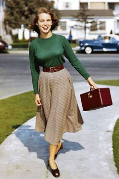 Vintage Street Style – Vintage Mode – - New Sites Street Style Vintage, Vintage Street Fashion, Vintage Fashion 1950s, Look Vintage, Vintage Mode, Vintage Inspired Fashion, 50s Vintage, 1950s Fashion Modern, Modern Vintage Style