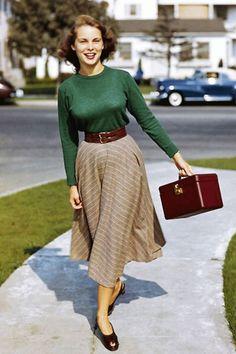 Vintage Street Style – Vintage Mode – - New Sites Look Retro, Look Vintage, Vintage Mode, Vintage Shops, 50s Vintage, Vintage Woman, Vintage Winter, Vintage Travel, Street Style Vintage