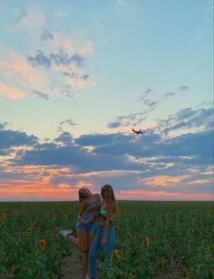 Foto Best Friend, Best Friend Photos, Friend Pics, Summer Feeling, Summer Vibes, Photographie Indie, Photos Bff, Shotting Photo, Cute Friend Pictures