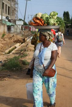 Coming home after a weekly shop! | www.frontiergap.com | #Ghana #volunteer #marketday