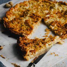 Procura uma receita de Tarte de Amêndoa? Experimente esta e delicie-se com uma tarte crocante e caramelizada a que ninguém conseguirá resistir!