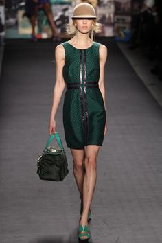 Leathered pattern. GREEN. Tracy Reese. Fall/Winter 2012. NYFW. Follow pins and tweets @Giselle Ugarte