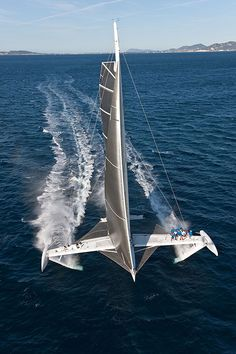 Hydroptere flying at full speed...
