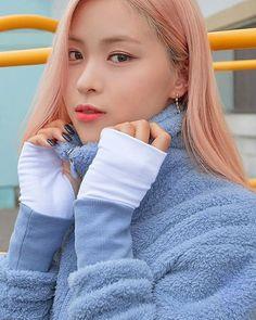 """2019 FW """"Soul Full of Andar"""" Collection South Korean Girls, Korean Girl Groups, Korean Princess, Programa Musical, I Love Girls, New Girl, Pop Group, Kpop Girls, Asian Girl"""