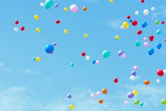 would love everyone at my wedding to let go of a single ballon into the sky with their wish for the couple written on it.