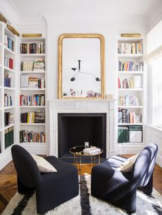 Ali-Cayne-NYC-townhouse-home-Greenwich-Village-dining-room-gallery-wall - Home Decorating Trends - Homedit Living Room Decor, Living Spaces, Living Rooms, Townhouse Designs, Townhouse Interior, Home Libraries, French Decor, Style At Home, Home Fashion