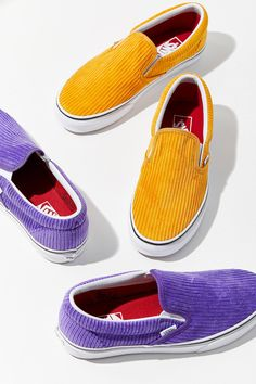 Vans Corduroy Slip-On Sneaker Urban Outfitters Vans Sneakers, Sneakers Mode, Best Sneakers, Slip On Sneakers, Sneakers Fashion, Slip On Shoes, Sneaker Outfits, Vans Outfit, Outfit Work
