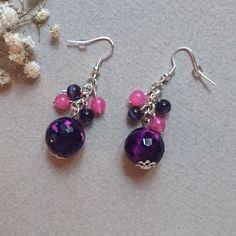 Boucles d'oreilles fantaisie girly, grosse perle violet avec touches de rose, et petites perles violet et rose : Boucles d'oreille par jolivia