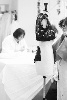 За кулисами показа Dior Couture осень-зима 2016/2017   Bazaar.ru