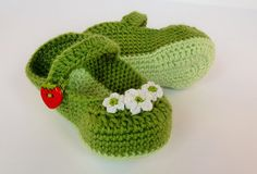 Light Green Crochet Baby Shoes, Crochet Baby Booties, Baby Girl Shoes, Baby Mary Janes - Handmade - Ready to ship https://www.etsy.com/listing/229034196/light-green-crochet-baby-shoes-crochet?ref=shop_home_active_9 https://www.facebook.com/maiko.sucich/posts/522178351253832