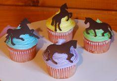 RAINBOOOW DASH!: Häst cupcakes!♥ Who cute? :3