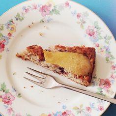 .@Andrea | M wie Mahlzeit. Mit Birne-Walnuss-Schoko-Kuchen. Zum Frühstück. Ha! #abcfee #...