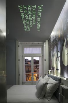 Neat use of projection onto the room ceiling. Lx Boutique Hotel, Lisbon, Portugal The ceiling gives you food for thought. Now if it could tell me a story. Hotel Suites, W Hotel, Boutique Hotel Room, Boutique Hotels, Hotel Room Design, Hotel Interiors, Decoration, Crib, Sweet Home