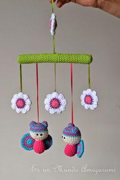 Es un Mundo Amigurumi Mobiles En Crochet, Crochet Mobile, Crochet Art, Crochet Animals, Crochet Dolls, Amigurumi Patterns, Amigurumi Doll, Crochet Patterns, Paris Crafts
