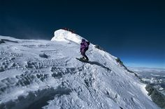 10 grim and shocking facts surrounding the dead bodies on Everest which may well qualify as the world's highest graveyard Top Of Mount Everest, Transworld Snowboarding, Snowboarding Videos, Ski Mountain, Shocking Facts, Mountaineering, Climbers, Skiing, Beautiful Places