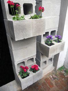 "muro ""vivo"" construido con bloques de hormigón"