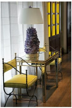 Liz Caan Interiors via La Doce Vita {love the amethyst lamp}