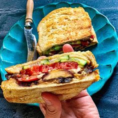 Roasted eggplant and peppers grilled sandwich with tomatoes, cucumbers, feta cheese and a tiny bit of light mayo. Eating Well, Clean Eating, Roast Eggplant, Grilled Sandwich, Feta, Food Diary, Food Blogs, Healthy Life, Eggplant Sandwich