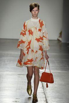 Catwalk photos and all the looks from Karen Walker Spring/Summer 2016 Ready-To-Wear New York Fashion Week Vogue Fashion, Fashion Week, Runway Fashion, Spring Fashion, Fashion Show, Karen Walker, New York, Catwalks, Spring Summer 2016