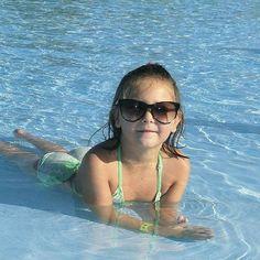 Nuestra #fotodeldia es ésta de @mcarmendb. Vaya prima guapa.  #sunoptica #gafas #sunglasses #gafasdesol #occhiali #sunnies #sunnieseyewear #shades #piscina #verano #summer #vacaciones #fashionkids