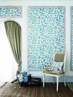 Бело-голубой орнамент для стен
