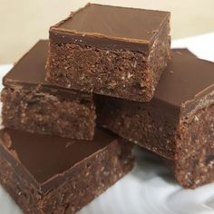 Who hasnt tried the unbelievably good Chocolate Weetbix Slice? 🍫💕 170 calories each slice and full of fibre! Healthy Cake Recipes, Healthy Baking, Sweet Recipes, Healthy Mummy, Dessert Recipes, Chocolate Weetbix Slice, Chocolate Crunch, Healthy Chocolate, Weetabix Recipes