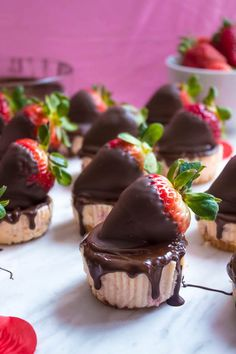 These Mini Chocolate Covered Strawberry Cheesecakes are made with a creamy bite-sized strawberry cheesecake and juicy chocolate covered strawberries. These are the perfect treats to finish off a romantic Valentine's Day dinner! Raspberry Cake, Strawberry Cheesecake, Cheesecake Recipes, Dessert Recipes, Mini Desserts, Wedding Desserts, Valentine Desserts, Oreo Cheesecake, Chef Recipes