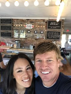 morning date with our friends at & to start off our day! Joanna Gaines Family, Jojo Gaines, Joanna Gaines Decor, Magnolia Joanna Gaines, Joanna Gaines Style, Chip And Joanna Gaines, Fixer Upper Tv Show, Fixer Upper Joanna, Magnolia Fixer Upper