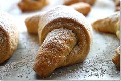 Cornulete fragede in tava Sweets, Bread, Cookies, Cake, Food, Deserts, Recipes, Crack Crackers, Gummi Candy