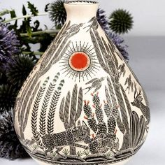 Cool #sgraffito pot by multiple award winning artist Hector Gallegos Jr of #mataortiz #mexico who is among the best of the best in the second generation of #potters! Available online at http://ift.tt/1NAJJKY #mataortizpottery #ceramics #clay fine #art can be #folkart too por desilvaimports en Instagram http://ift.tt/1KkLLui #navitips