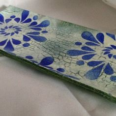 This stunning Fused Glass Platter is made using an advanced crackle technique. The vibrant colors in the fused glass platter are blue for the spirals then white with a green base. Fused Glass Jewelry, Fused Glass Art, Stained Glass, Glass Beads, Glass Fusion Ideas, Melting Glass, Glass Artwork, D Craft, Glass Texture