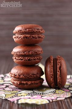chocolate and chestnuts macarons