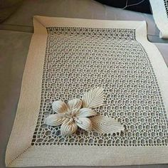 Cotton and HandMade tablecloth Filet Crochet, Crochet Doily Rug, Crochet Lace Edging, Crochet Tablecloth, Irish Crochet, Crochet Leaf Patterns, Crochet Leaves, Crochet Flowers, Diy Crafts Crochet