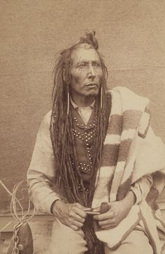 Indian Pictures: Dakota Sioux: Other than a Dakota Sioux Chief, there isn't anything else, connected with this photo. Will research American Indian Pictures Native American Photos, Native American Tribes, Native American History, American Indians, Cree Indians, Cherokee Indians, Plains Indians, Canadian History, American Women