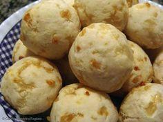 Pao de queijo  So 3 ingredientes, muito facil e delicioso!