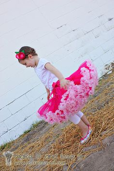 adorable DIY pettiskirt.  Links to buying stuff cheap so it's like $15-20 in materials (incl. s/h) A PROCESS..but worth it