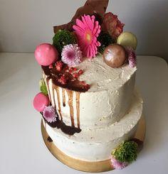 Pietrowiec uff  truskawkowa gora pomaranczowy spod #nakedcake#birthdaycake#cake#flowers#dripcake