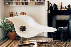 La Chaise / designed by Charles & Ray Eames