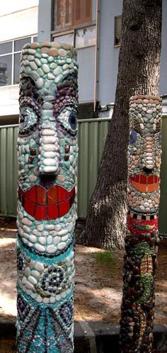 Mosaic Yard Art~ Mosaic Totem Poles ~ by *Crowmanic on . Pebble Mosaic, Mosaic Art, Mosaic Glass, Mosaic Tiles, Glass Art, Tiling, Stained Glass, Mosaic Crafts, Mosaic Projects