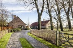 Driveway Design, Driveway Landscaping, Modern Exterior House Designs, Exterior Design, Bali House, Country Fences, Countryside Landscape, English Country Cottages, Rural House