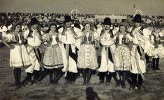 Folklorní soubor LIPOVJAN Folk Clothing, Folklore, Fur, Culture, Embroidery, Italia, Needlepoint, Feather, Fur Coat