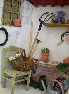 The pitchfork and sickle are two great ideas for the dollhouse garden | Puppenhaus Garten