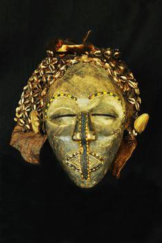 Masque africain : vente d'un masque kuba du Congo (RDC) /ex-Zaïre