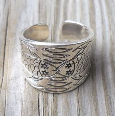 ($20.00) 925 Sterling Silver Fishes Ring Size:8.5 Weight:10.02 grams Handmade,brand new I ship items as soon as payment is received, usually within 24 hours and it takes about 3-12 days to reach destination. Order paid for on Saturday will be sent out the following Monday morning. All items are posted international airmail delivery from Athens Greece. -My prices do not include any customs duty or tax.*** -I will ship to the address on your Paypal account . Please update your Paypal address…
