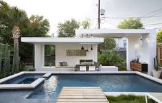 A Contemporary Pool Cabana For This Texas Home