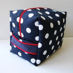 Boxy Travel Toiletry Bag - free bag patterns to take when you are traveling